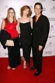 Jon Cryer with wife Sarah Trigger and niece Hallie Rose — Stock Photo