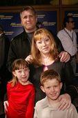 Daniel roebuck och familj — Stockfoto