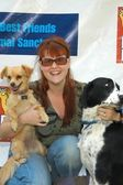 Sara Rue with Lil Bosquick and Bucket — Stock Photo