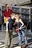 Ryan Seacrest, Sheryl Crow and band members — Stock Photo