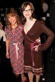 Paula Abdul and Lisa Loeb — Stock Photo