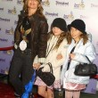 Rosanna Arquette with daughter Zoe and friend — Zdjęcie stockowe