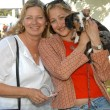 Julie Shugerman and Jennifer Blanc with Daisey Mae — Stock Photo