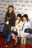 Rosanna Arquette with daughter Zoe and friend — Stock Photo