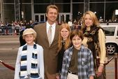 John Schneider and family — Stockfoto