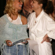 Jessica Simpson and her mom — Stockfoto