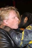 Gary Busey and Cody (the chimp) — Stock Photo