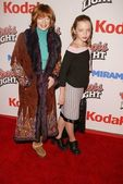 Frances fisher en dochter francesca eastwood — Stockfoto