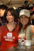 Jennifer love Hewitt und Constance zimmer — Stockfoto