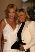 Charlize Theron and mother Gerda — Stock Photo