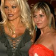 Pam Anderson and Nicole Eggert — Stockfoto