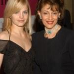 ������, ������: Mena Suvari and Evelyn Lauder