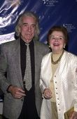 Arthur Hiller with wife Gwen — Stock Photo