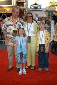 Tommy Smothers and family — Stock Photo