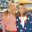Jessica Simpson and Nancy Sinatra — Stock Photo #17738943