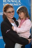 Debra Messing and niece Natalie — Stock Photo