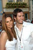 Mark-Paul Gosselaar and wife Lisa — Stock Photo