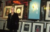 Grace Slick and her paintings — Stock Photo