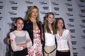 Mariel Hemingway and daughters — Stock fotografie