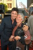 Gerard Butler and mom — Stock Photo