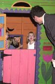 Josie bissett, tom everett scott en kinderen — Stockfoto