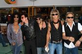 Slash, Scott Weiland, Dave Kushner, Duff McKagan and Matt Sorum — Stock Photo