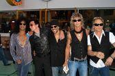 Slash, Scott Weiland, Dave Kushner, Duff McKagan and Matt Sorum — Stock Photo