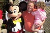 Larry Joe Campbell and Daughter and Mickey Mouse — Stockfoto