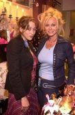 Jennifer Blanc and Michelle Smith — Stock Photo