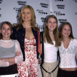 Mariel Hemingway and daughters — 图库照片