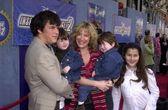 Lisa Ann Walter and family, Jordon, Simon, Delia and Spencer — Stock Photo