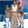 Nicole Murphy and kids — Stock Photo
