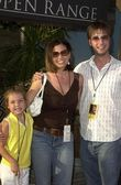 Charisma Carpenter with neice and brother — Stock Photo