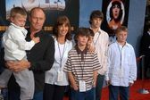 Corbin Bernsen, Amanda Pays, sons Oliver, Henry, Angus and Finley — Stock Photo