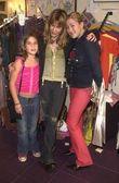 Jennifer Blanc with Designer Monah Li and her daughter Lili — Stock Photo