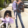 Lisa Rinna and daugthers Delilah and Emilia — Stock Photo