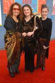 Melissa manchester kızı anna ve arkadaşıyla — Stok fotoğraf