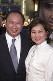 John Woo and wife — Stock Photo