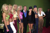Hugh Hefner and the girls — Stock Photo