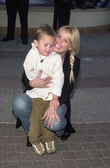 Gena Lee Nolin and son Spencer — Stock Photo