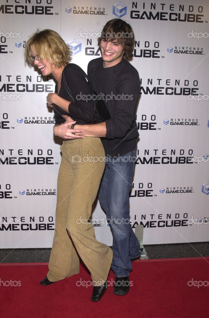 Ashton Kutcher and Ashley Scott at the launch party for the new Nintendo Game Cube system, sponsored by MTV, in Hollywood, 10-03-01 — Photo by s_bukley