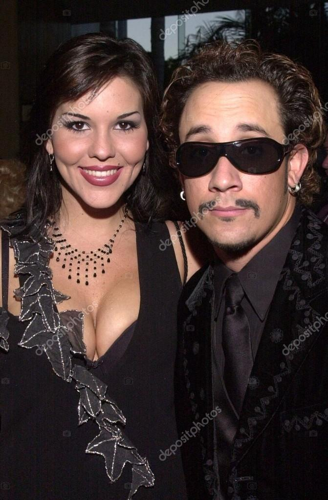 Sarah martin och aj mclean av backstreet boys på 2002 genesis awards, presenteras av ark trust, hedra media som har mycket åt viktiga djur frågor. - depositphotos_17912645-Sarah-Martin-and-AJ-McLean-of-the-Backstreet-Boys
