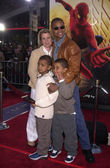 Cuba Gooding with wife and kids Spencer and Mason — Stock Photo