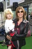 Cindy Crawford and son Presley — Stock Photo