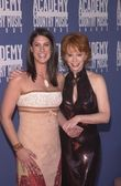 Reba McEntire and Kellie Coffey — Stock Photo