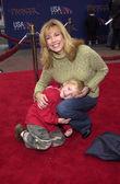 Leeza Gibbons and son Nathan — Stockfoto