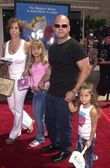 Michel Chiklis, wife Michelle Moron and daughters Autumn and Odessa — Stock Photo
