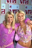 Nikki Hilton and Paris Hilton — Stock Photo