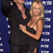 Pam Anderson and Marcus Schenkenberg — Stock Photo