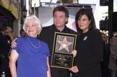 Mike Myers with mother Alice and wife Robin Ruzan — Stock Photo